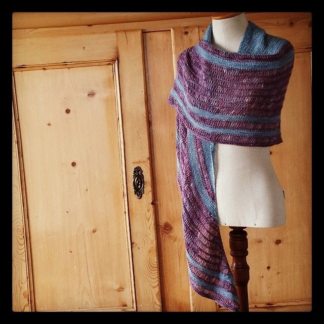 This is the Asunder by Lisa Mutch, knit in Siide-Fideel. Get it at www.siidegarte.com