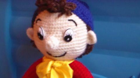 Noddy horgolt amigurumi, Játék, Báb, Baba játék, Játékfigura, Horgolt Noddy. Mérete: 32-33 cm. Vatelinnel töltve. Színe: Piros, közép és sötét kék, tojá..., Meska