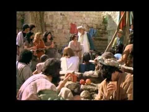 Jesus sana a una mujer en el dia de reposo - Ensenanzas de Jesus Cristo - Luc.13.10. Enseñaba Jesús en una sinagoga en el día de reposo;  Luc.13.11. y había allí una mujer que desde hacía dieciocho años tenía espíritu de enfermeda...
