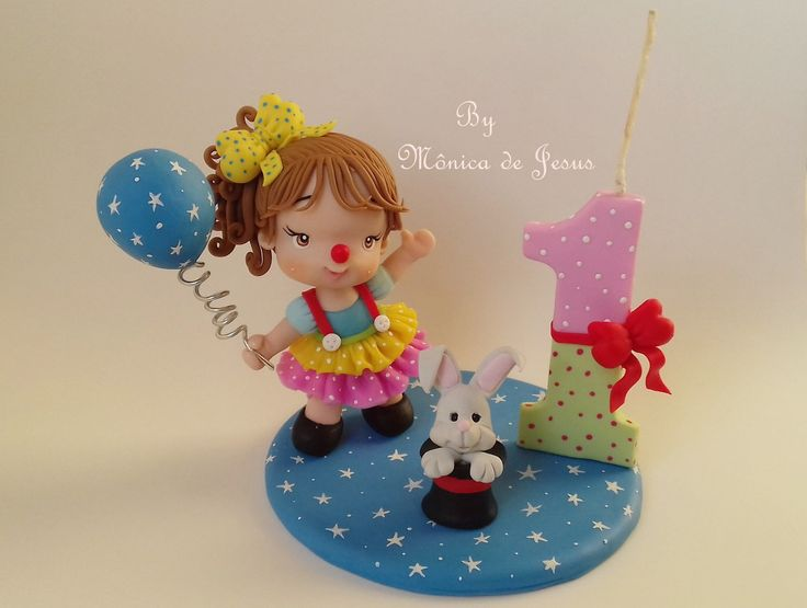 Mini topinho palhacinha, linda opção para decoração de bolo tema circo para menina. Peça Feita sob encomenda. Possui 10 cm de altura.