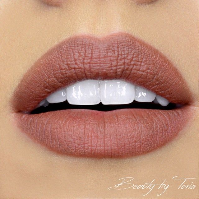 @beautybytoria with the ultimate warm nude lip, using our Slim Lip Pencil in 'Nude Truffle'!