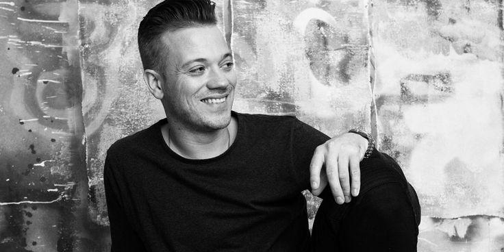 Gers Pardoel zoekt de intieme sfeer van de theaters op. Hij vertelt er over zijn grote droom, van keukenboer naar artiest. Uiteraard brengt hij ook zijn liveband mee. Op 18 maart kan je hem aan het werk zien in De Plomblom in Ninove.    #gerspardoel #ikneemjemee #bagagedrager #zonderjou #ninove #plomblom #theater #live #muziek #tickets #teleticketservice    https://www.teleticketservice.com/tickets/2016-2017/gers-pardoel-neemt-je-mee