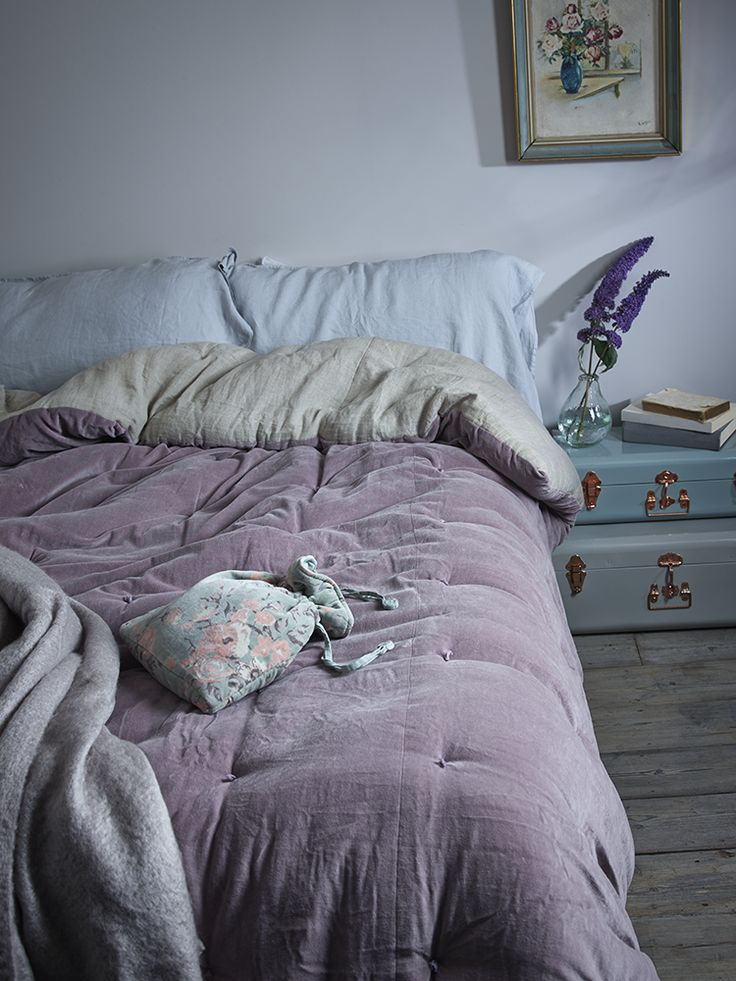 NEW Velvet & Linen Kingsize Quilt - Vintage Mauve - Indoor Living
