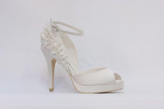 Menbur - nejkrásnější svatební boty, vysoké podpatky, kouzelné romantické lodičky, zdobená svatební obuv, luxusní modely svatebních bot, trendy svatební boty, sandálkový model, k vyzkoušení a zakoupení v obchodě Střevíce a více