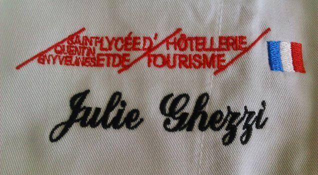 Salut, je m'appelle Julie j'ai 16 ans. Je suis en 1ère au lycée hotelier et de tourisme de Saint Quentin en Yvelines. Je suis dans une classe cuisine.    - Bienvenue
