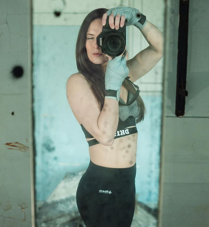 Combining Two Passions Into One #project365 #photochallenge #day29 #mirror #selfie #photographer #dk_photography #lovemyjob #love #cardioboxing #foto #fotografie #fotoshoot #camera #canon #top #dk #hunkemöller #handwrapped #reebok #gettingfit #stayinghealthy #industrial #location #dordrecht