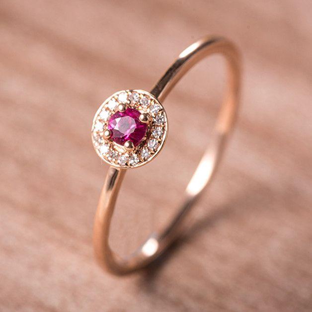 * Handgefertigte Artikel * Material: 14K Rose Gold, Rubin, Diamant * Rubin Gewicht: ca. 0,15 ct * Diamant Klarheit: SI-VS * Diamant Farbe: G-H * Diamant Gewicht: ca. 0,04ct * Rose Gold...