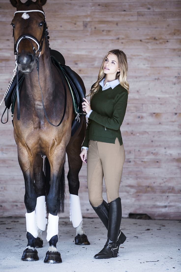 Smarter yard look, teaming a soft knit over a shirt and jodhpurs.