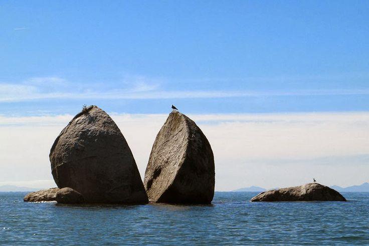"""Split Apple Rock, Batu Besar Terbelah """"Pedang Zeus"""" - http://ebo.web.id/split-apple-rock-batu-besar-terbelah-pedang-zeus/"""