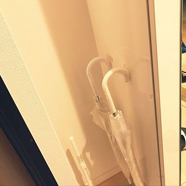 何度でも貼ってはがせる セリアのフィルムフックが優秀 セリア 傘