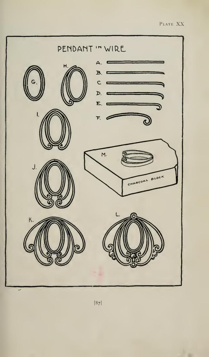 Jewelry Making ( Augustus Rose 1917) - Illustrazione del 1917 sulla tecnica di realizzazione di un pendente in filo di metallo