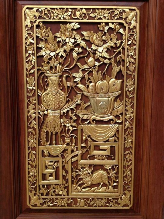 The gold painted panel of the