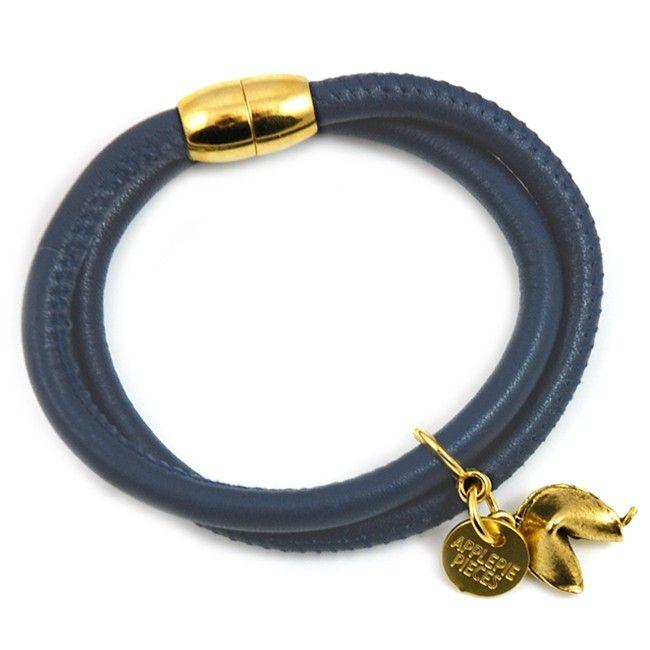 Fortune cookie bracelet navy #classic #jewelry #cookie #luck #gelukskoekje #cadeau #bijzonder #handgemaakt #uniek €34,50 #applepiepieces