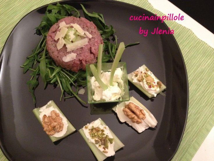 tartare di carne con barchette di sesamo pistacchi
