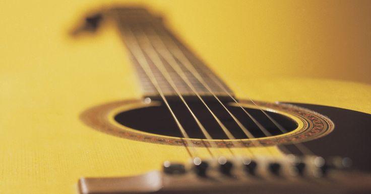 Cómo cambiar el puente bajo en una guitarra acústica. Los instrumentos acústicos trabajan a través de la cooperación de varias partes, generalmente hechos de madera a mano. Cuando una falla, provoca una reacción en cadena. Incluso una parte simple, como el puente que sostiene las cuerdas, puede causar graves problemas de reproducción y de tono cuando no está funcionando correctamente. A diferencia de ...