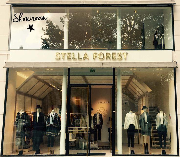 Nouvelle boutique Stella Forest, concept store à deux pas de la rue Saint Honoré à Paris #palaisroyal #newstore #stellaforest #flagship #fallwintercollection #cabane #stainthonoré #paris #boutique #conceptstore #vitrine #fashion #devanture #magasin