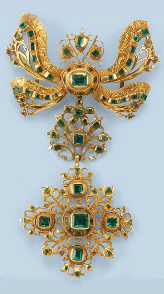 AN ANTIQUE EMERALD SEVIGNÉ BROOCH   Composed of an upper bow-shaped part, a foliate connection, and a cross-shaped pendant, each of openwork design, set with table-cut emeralds, finely engraved, Spanish, circa 1700