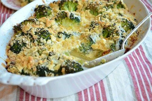 Rakott brokkoli sonkával és reszelt sajttal