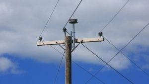 AT&T Airgig: Sehr schnelles Internet läuft an Überlandleitungen.Sehr schnelles Internet läuft an Überlandleitungen  Nicht über die Stromleitungen, aber über deren Infrastruktur will der große Telekommunikationskonzern AT&T sehr hohe Datenraten zum Nutzer bringen. Dabei sollen freie Frequenzen genutzt werden.