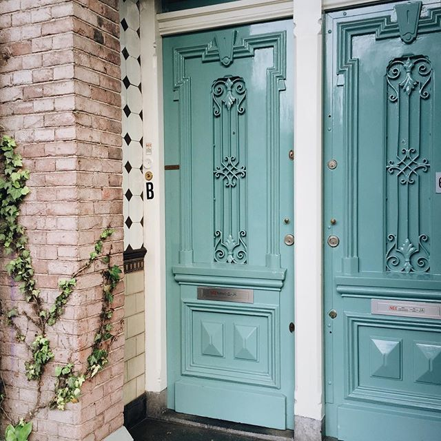 I would like to move into this place no matter what lies behind those pretty doors.⠀