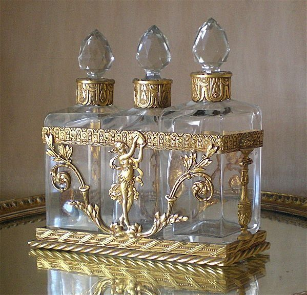 Antigos frascos de vidro veneziano                              …