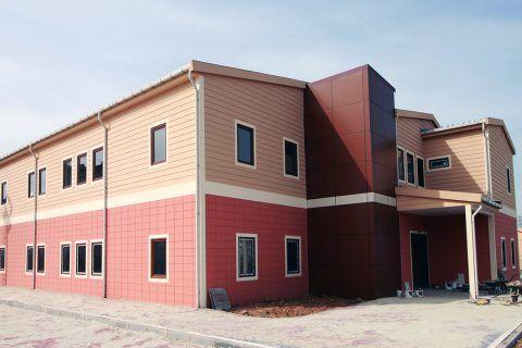 Prefabrik yapı çözümleri ön üretimi fabrikada yapılıp, demonte şekilde sevk edildikten sonra yerinde montajı yapılan ünitelerdir