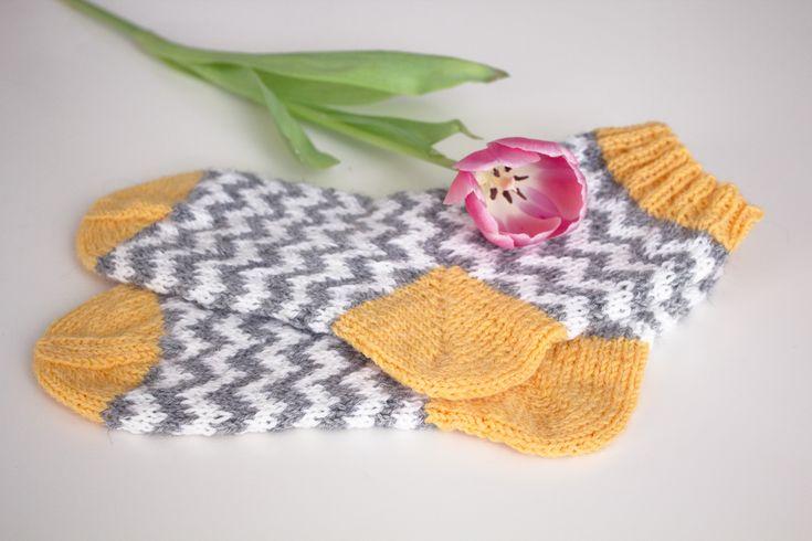 Knitted Zig Zag Socks / Siksak-villasukat