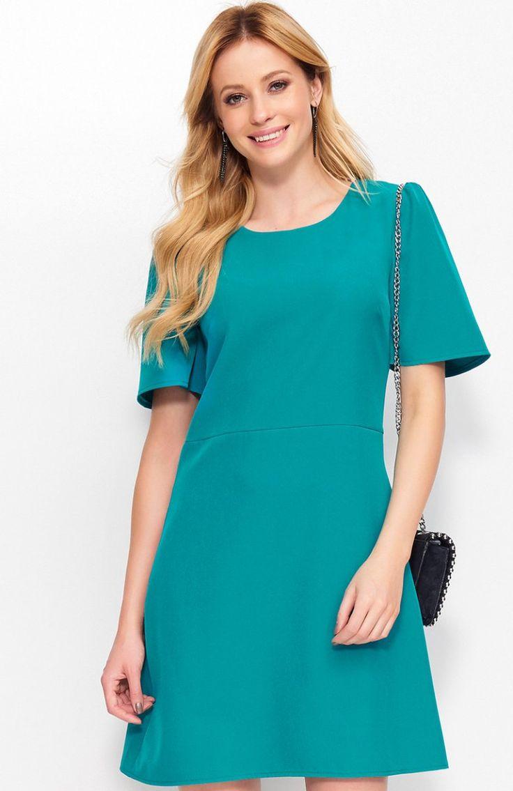 Makadamia M378 sukienka zielona Nietuzinkowa sukienka, trapezowy fason, przepiękne szerokie rękawy robią wrażenie