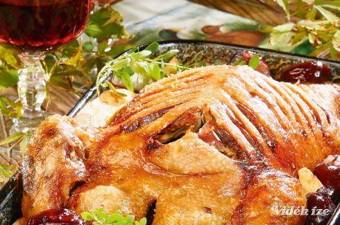 Majoránnás kacsa vele sült szilvával - Vidék Íze