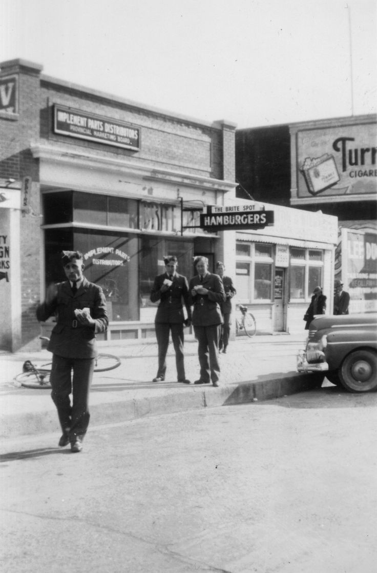 Three Royal New Zealand Air Force gunner trainees outside a hamburger bar, Canada, circa WWII. From the collection of the air Force Museum of New Zealand.