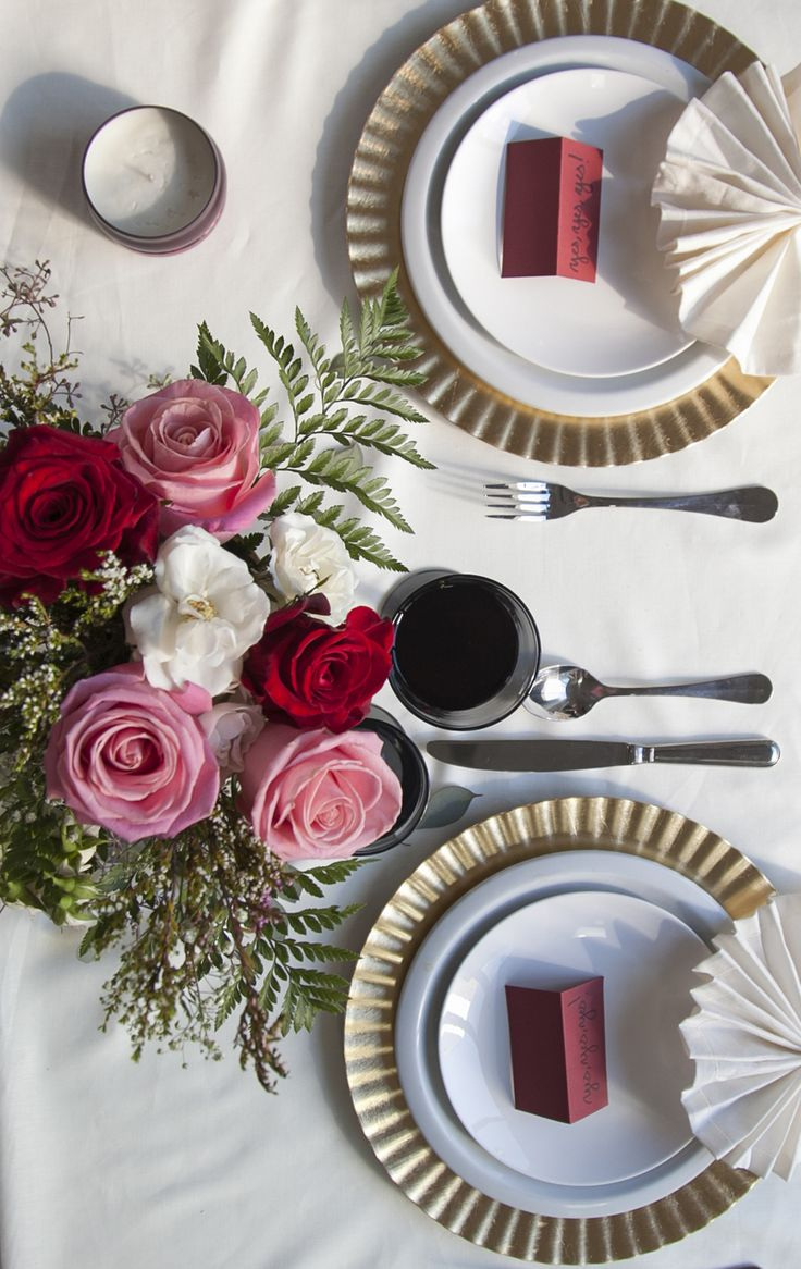 Spark much more than conversation at your next dinner party with our elegantly fragranced limited edition Saffron Winter Rose Candle Tin.