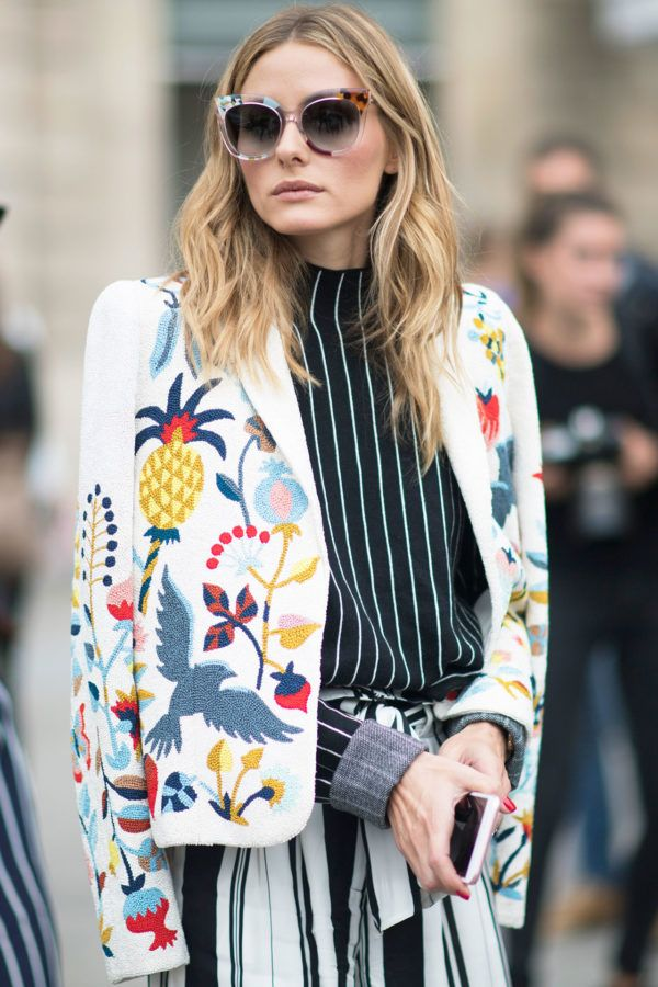 Olivia Palermo gives us major cool-girl summer inspo as usual. We love an embroidered statement jacket thrown over the shoulders. It's very on-trend and a great way to add interest to an otherwise simple outfit.