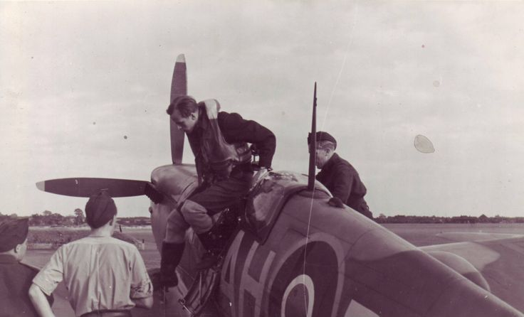 Werner Christie gets out of his Spitfire IX, late 42.