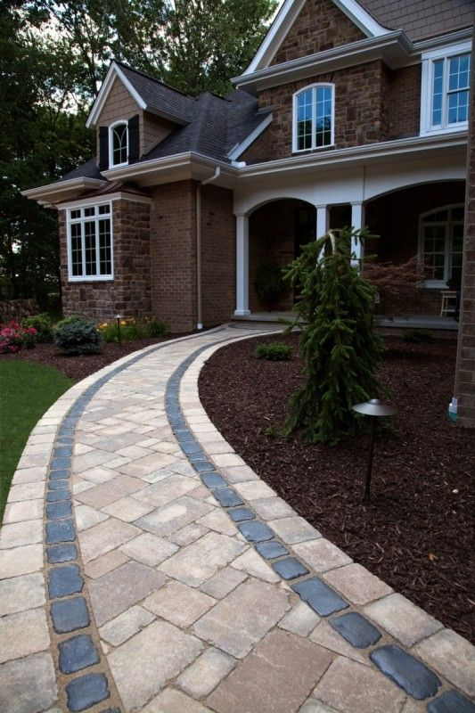 Unilock Brussels Block With Courtstone Border Paver
