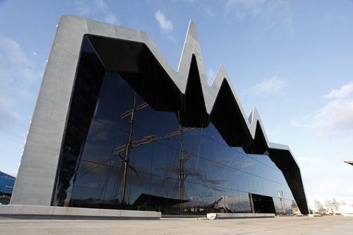 Madrileños por el Mundo en Glasgow: http://www.telemadrid.es/mxm/madrilenos-por-el-mundo-glasgow-escocia