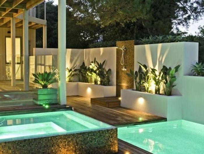 moderner-Garten-mit-Schwimmbecken-und-beleuchtung