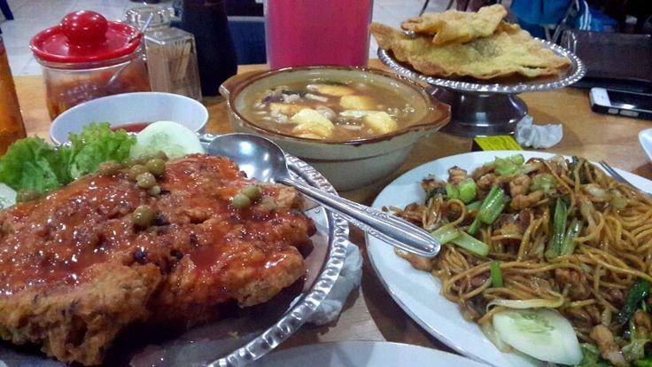 """Surga makanan enak """"Rumah Makan Otista """""""