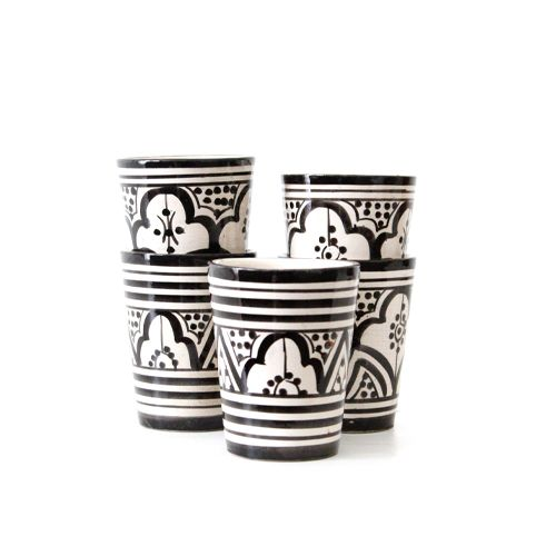 Met de handgemaakt, mok zwart patroon. Keramisch aardewerk, handmade and handpainted. Met een mooi patroon, echt modern Marokkaans design.