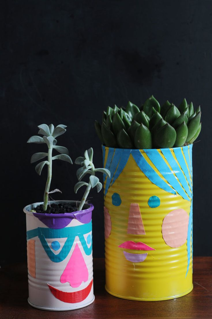 Upcycle cans to make funny face planters. Paint and duct tape is all you need! Easy Plastic Bottle Crafts, Recycled Bottle Crafts, Recycled Planters, Recycled Crafts Kids, Diy Planters, Indoor Planters, Rustic Planters, Face Planters, Modern Planters