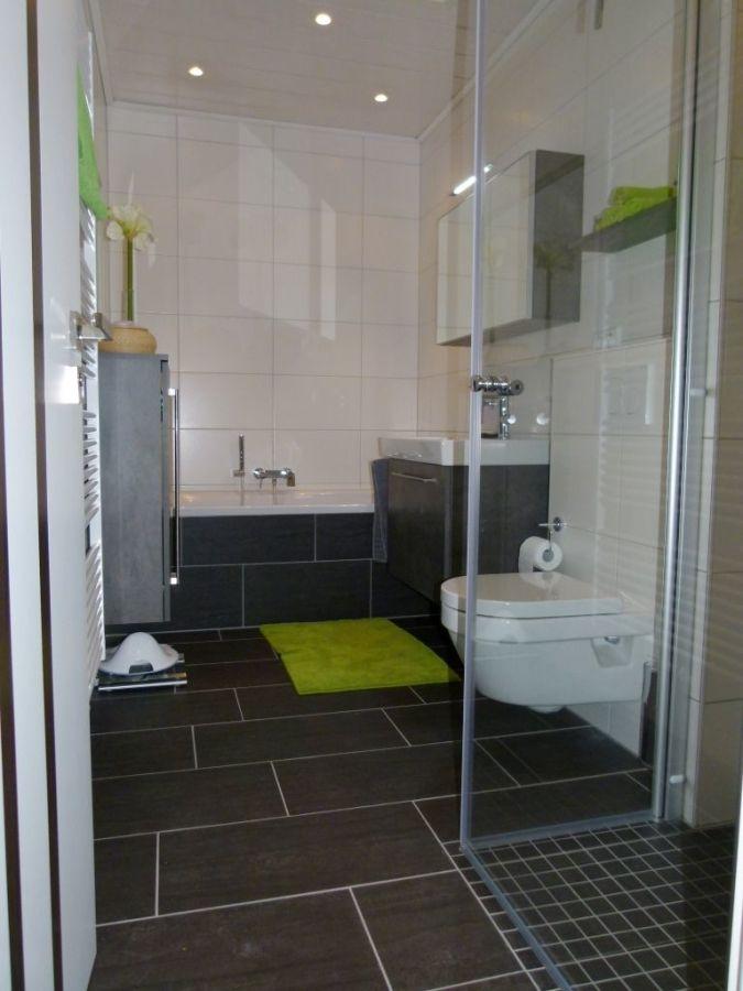 Kleines Bad einrichten – 51 Ideen für Gestaltung mit Dusche   Badezimmer klein, Kleine ...