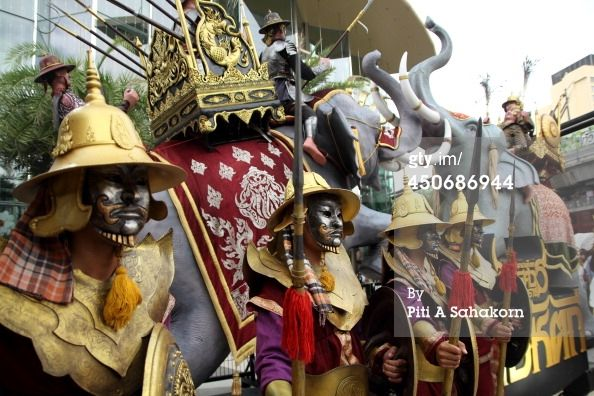 News Photo : group of Thai soldiers wearing ancient warrior...