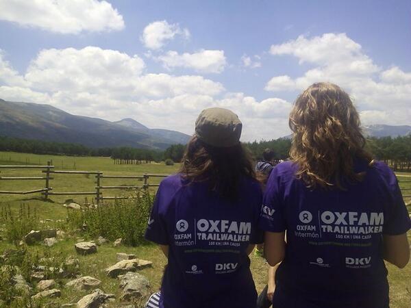 Hay 200 volubtarias como ellas para animar, ayudar y facilitar el recorrido y los descansos a los 140 equipos #OITW