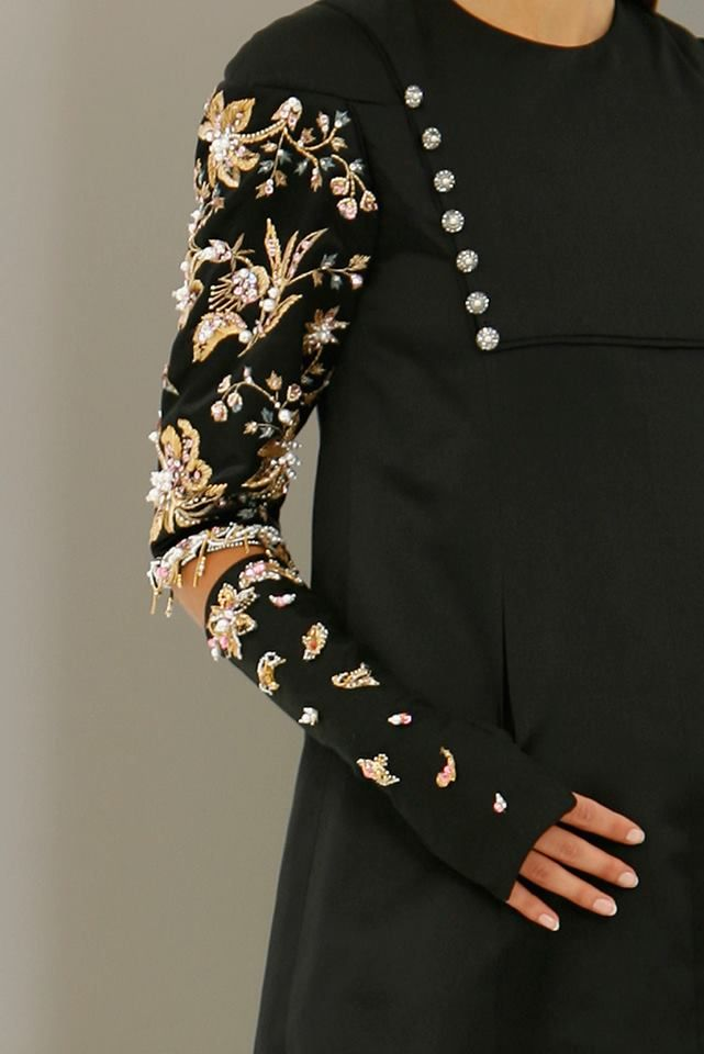 Chanel Haute Couture F/W 2006, an old Lesage embroidery used again! love D'Artagnan. ~ETS #embellished
