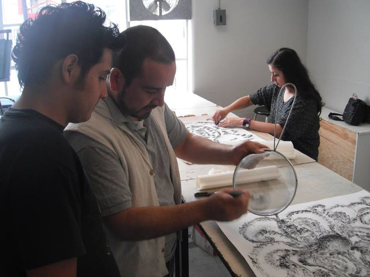 """Así se trabaja en el taller de """"Ilustració en gran formato"""" Ilustremos en Grande, con el profesor Guillermo Ruiz turno Matutino"""