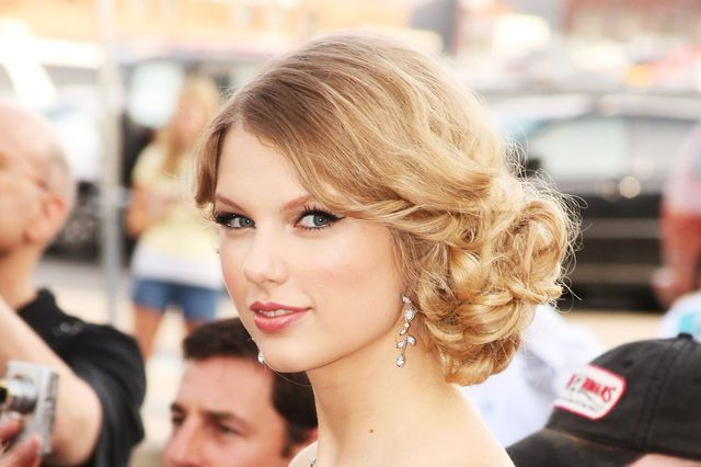 Totally Cute Curly Updos for Prom and Homecoming: Curly Side Bun