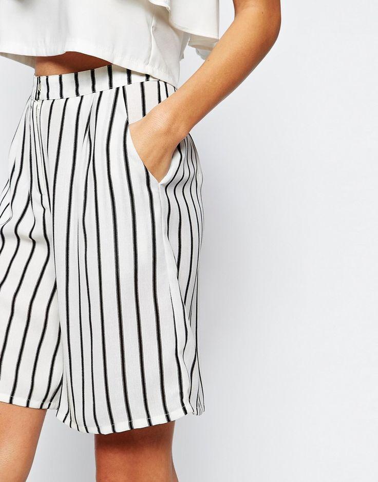 Immagine 3 di Glamorous Petite - Pantaloncini da città in lino a righe