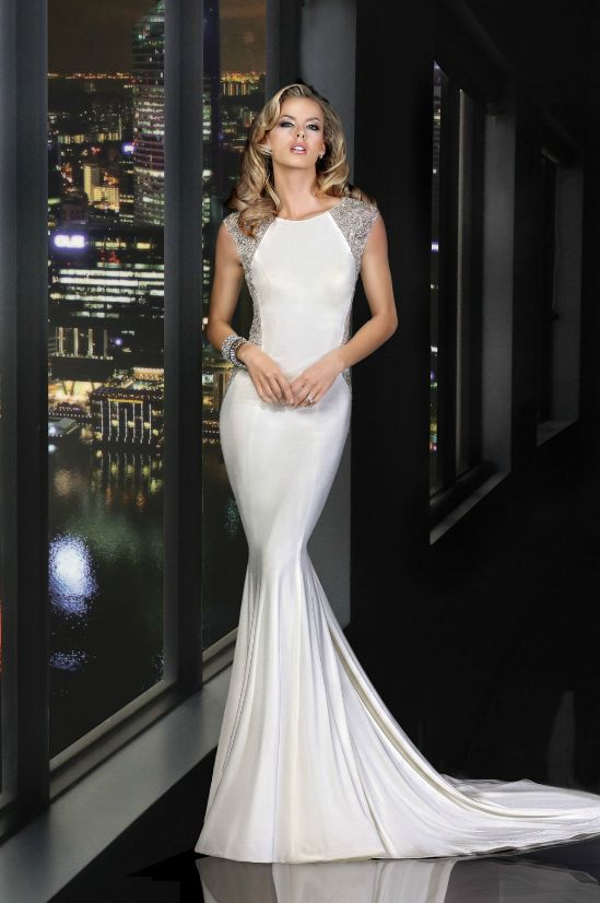 Magnificent Simone Carvalli #Wedding Dresses. To see more: http://www.modwedding.com/2013/10/01/simone-carvalli-wedding-dresses-011013 #weddingdress #weddingdresses