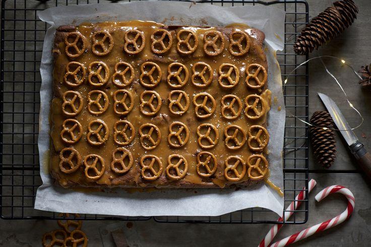 brownies al doppio cioccolato con pretzels e caramello salato