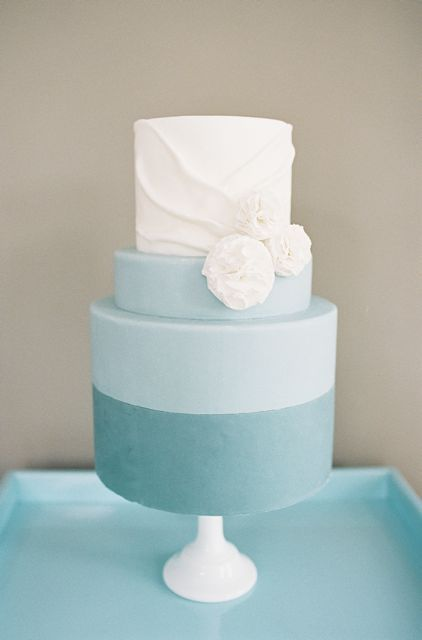 Blue & White colorblocked wedding cake | Melody Brandon at Sweet and Saucy Bakery | blog.theknot.com