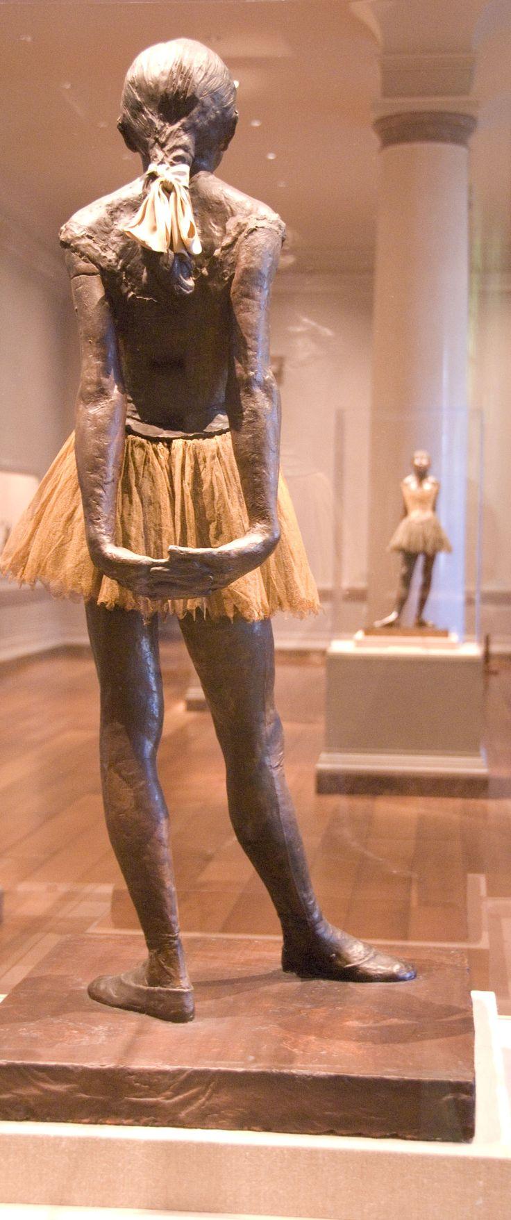 Degas.....petite danseuse de espaldas ...